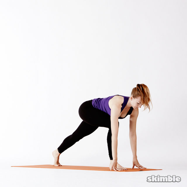 How to do: Right Lunge Easy Twist - Step 2