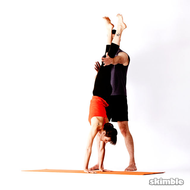 How to do: Advanced Assisted Handstand - Step 4