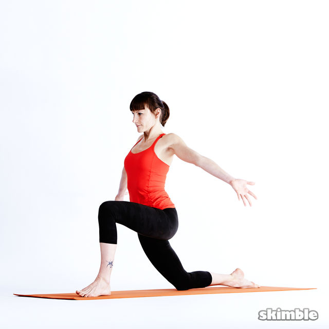 How to do: Left Low Lunge Sidebend - Step 3