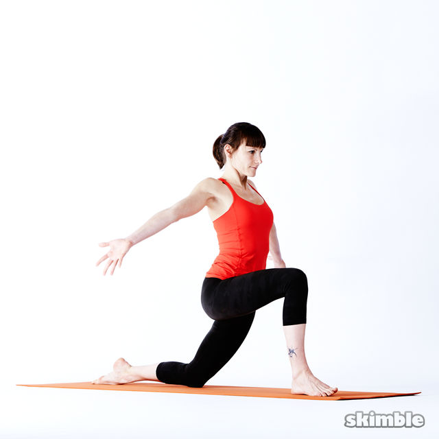 How to do: Right Low Lunge Sidebend - Step 3