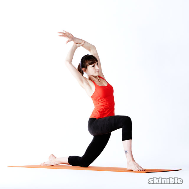 How to do: Right Low Lunge Sidebend - Step 6