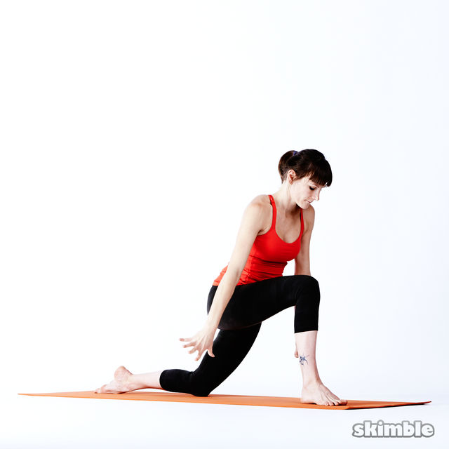 How to do: Right Low Lunge Sidebend - Step 8