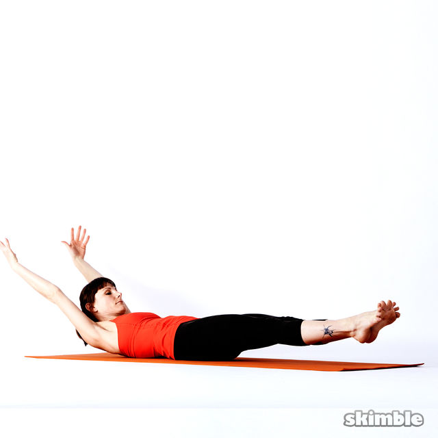 How to do: Double Leg Stretch - Step 3