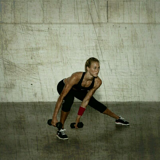 How to do: Dumbell Lateral Lunges - Step 2