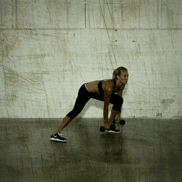 How to do: Dumbell Lateral Lunges - Step 3