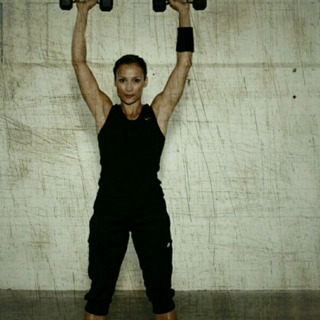 How to do: Dumbbell Shoulder Press - Step 3