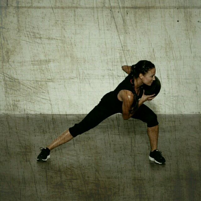 How to do: Side Lunge Rotation - Step 3