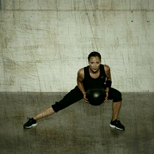 How to do: Side Lunge Rotation - Step 4