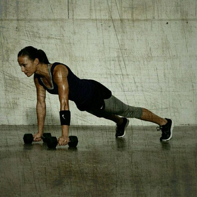 How to do: High Plank Dumbbell Rows - Step 1