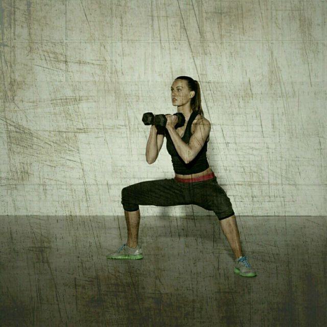 How to do: Sumo Squat Shoulder Press - Step 1
