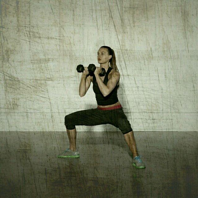 How to do: Sumo Squat Shoulder Press - Step 3