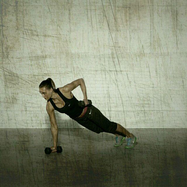 How to do: High Plank Row Shoulder Press - Step 3