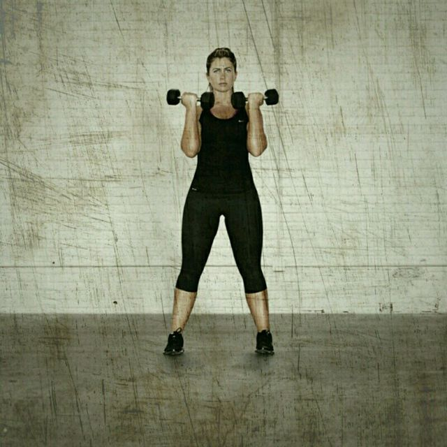 How to do: Crossover Lunge Curls - Step 3