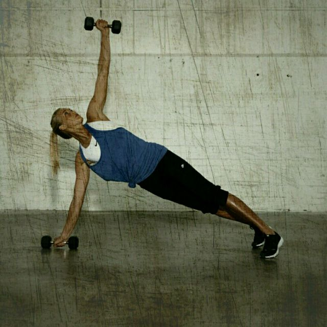How to do: High Plank Row T-Rotation - Step 3
