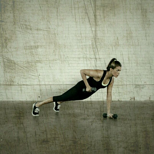 How to do: High Plank Row Froggers - Step 2
