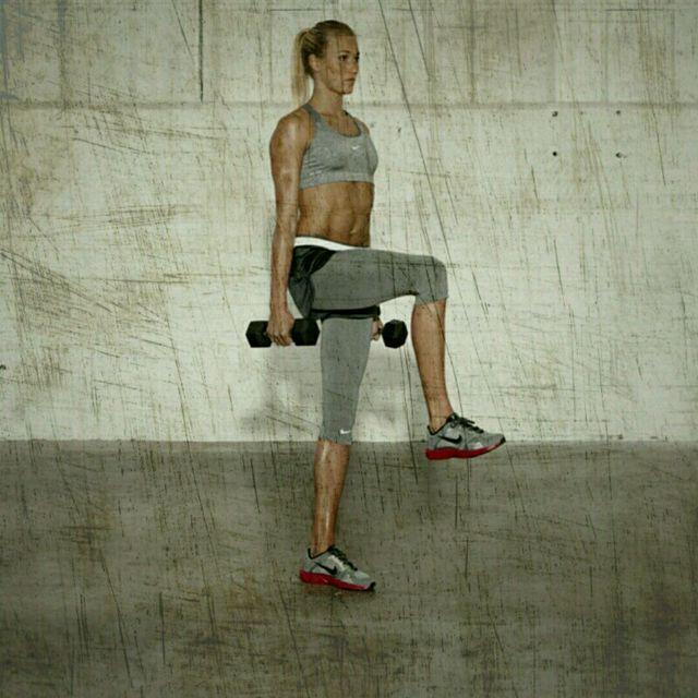 How to do: Balance Deadlift Arm Curl - Step 4
