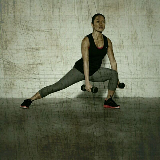 How to do: Lateral Lunge Curls - Step 1