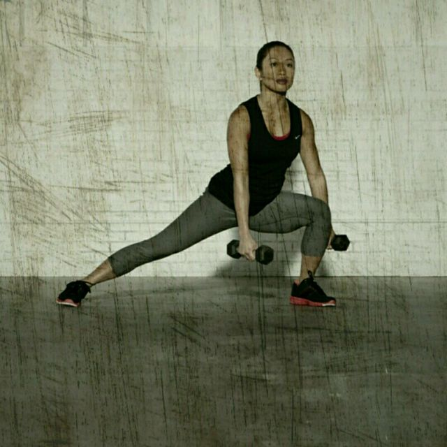 How to do: Lateral Lunge Curls - Step 3
