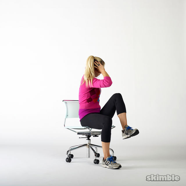 How to do: Seated Cross Body Crunches - Step 4