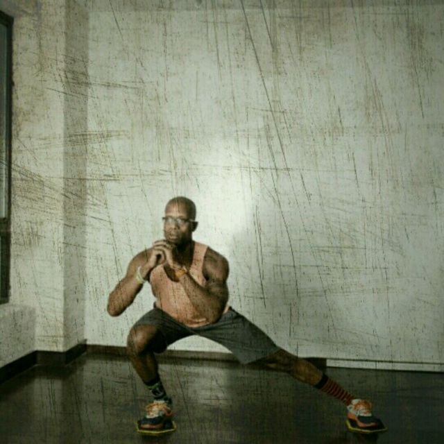 How to do: Lateral Lunge Slider - Step 2