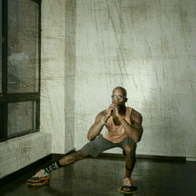 How to do: Lateral Lunge Slider - Step 4