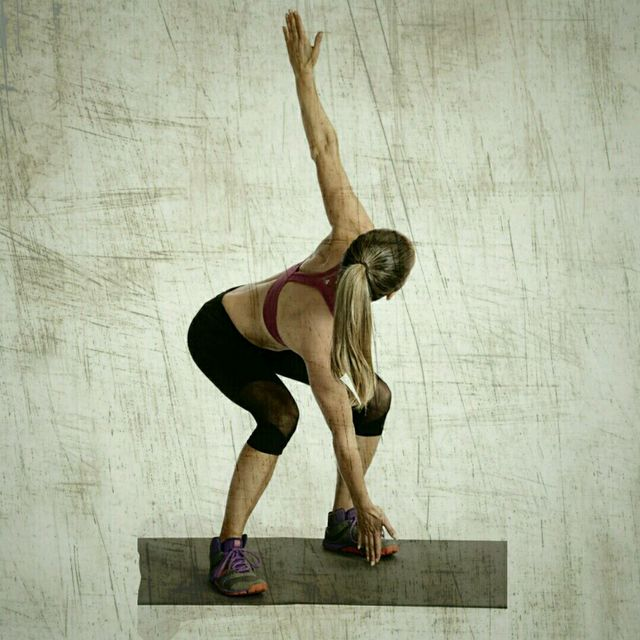 How to do: 180 Degree Jumping Squat Jacks - Step 3