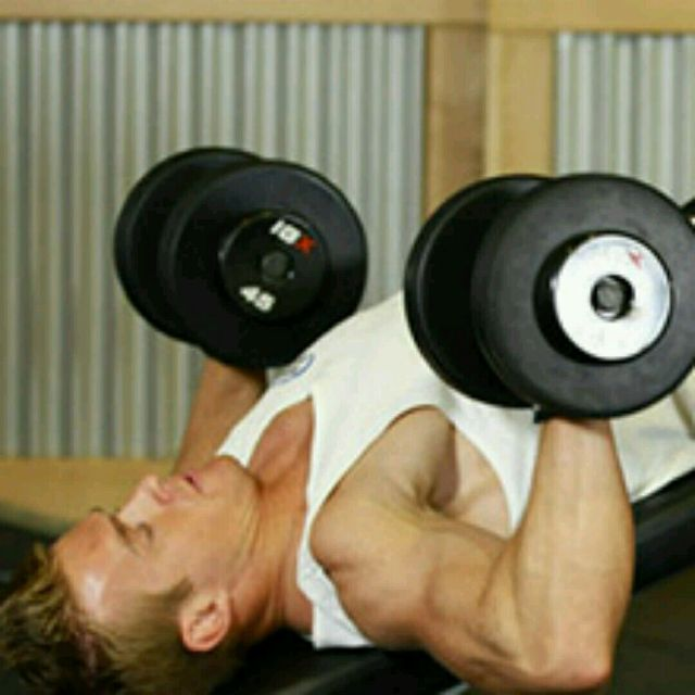 How to do: Decline Dumbell Bench Press - Step 1