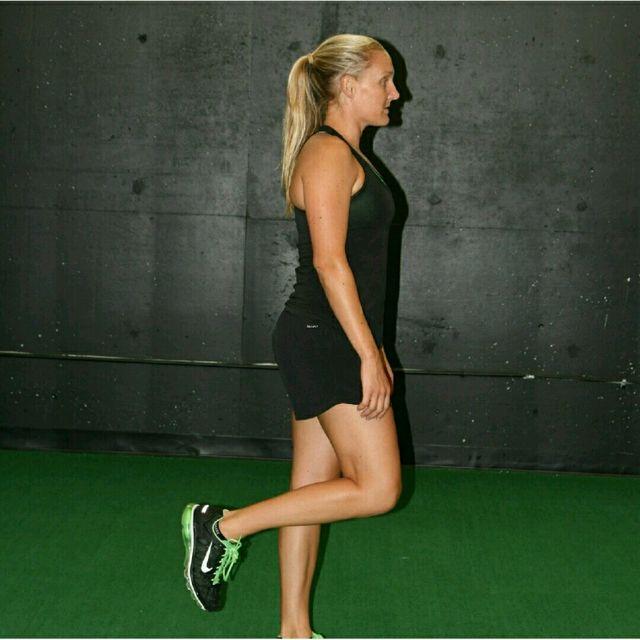 How to do: Single Leg RDL - Step 1