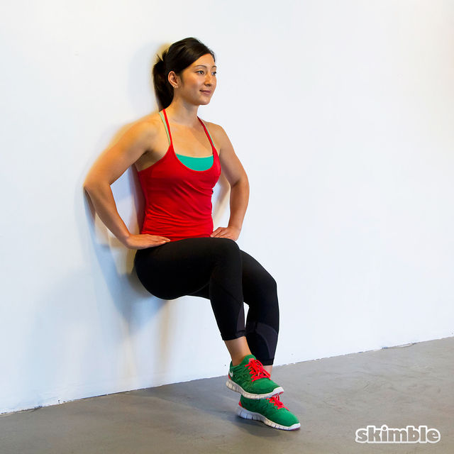 How to do: Wall Sits with Knee Raises - Step 3