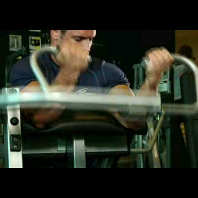 How to do: Machine Preacher Curls - Step 2