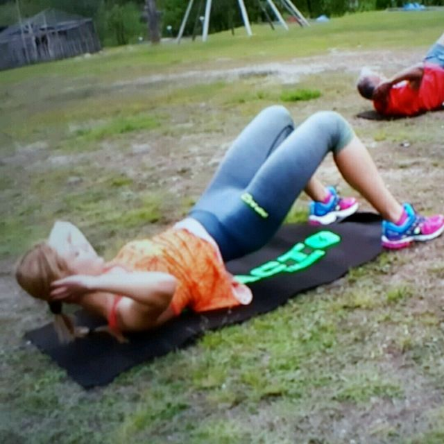 How to do: Isometric Hip Raised Crunch - Step 1