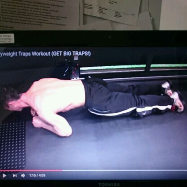 How to do: Traps Plank Rises - Step 3