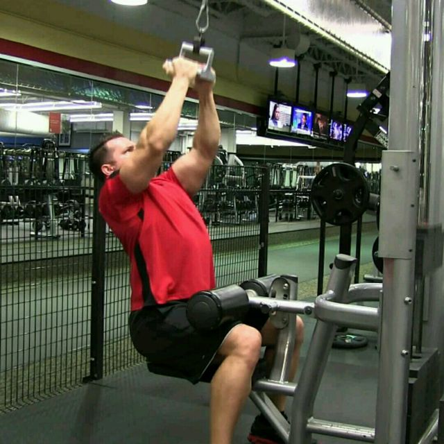 How to do: Lat Pull Down Triangle - Step 1