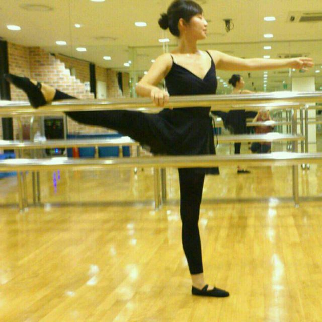 How to do: Ballet Stretch - Step 1