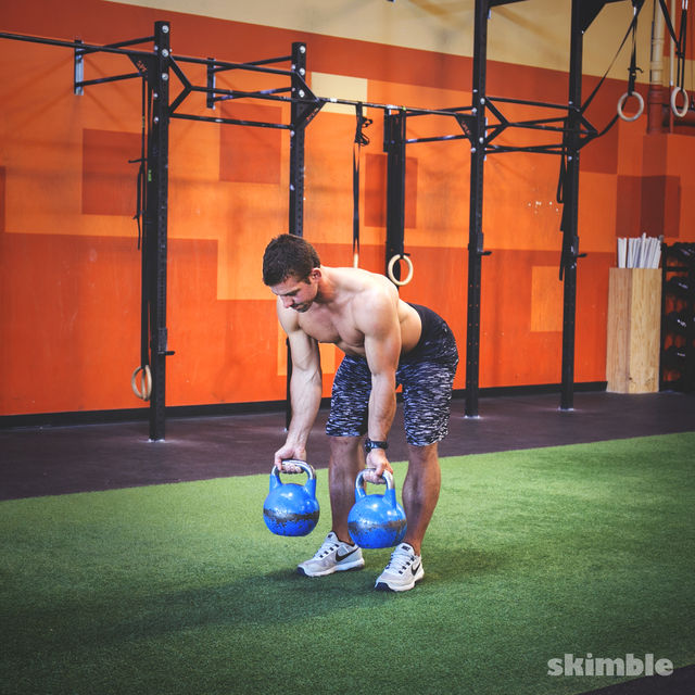 How to do: Supinated Grip Kettlebell Bent Over Rows - Step 1