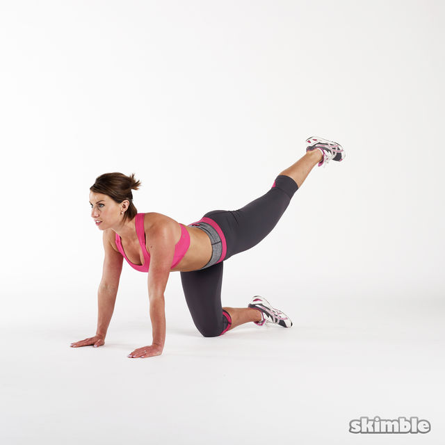 How to do: Glute Combo Kickback - Step 3