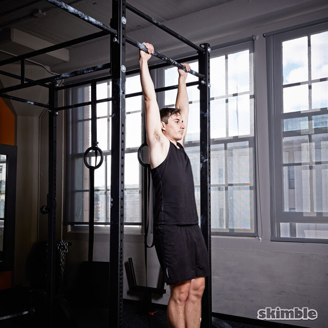 How to do: Hanging Knee Raises - Step 3