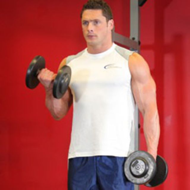 How to do: Alternating Bicep Curls (Dumbbell) - Step 1