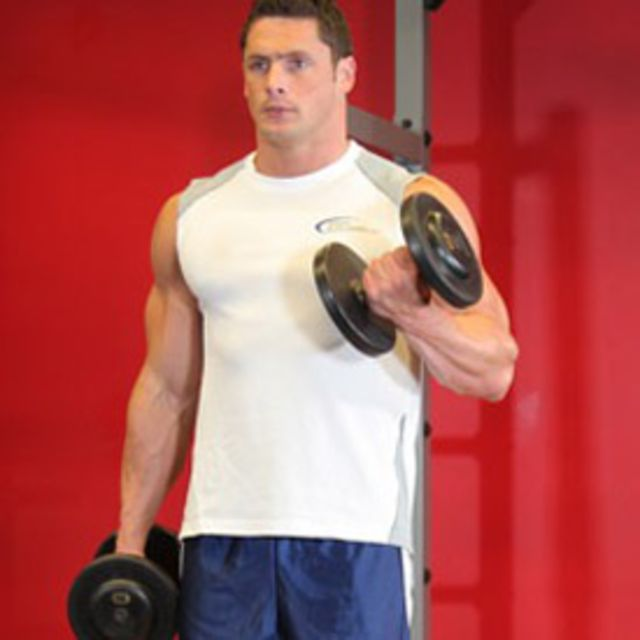How to do: Alternating Bicep Curls (Dumbbell) - Step 2