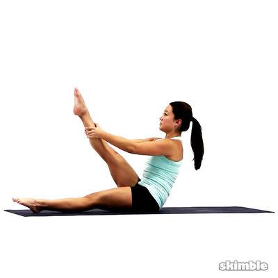 Elevación de la pierna derecha en Pilates