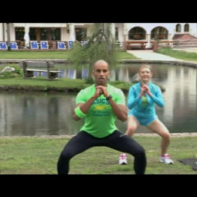 How to do: Alternating Squat And Lunge At One Side - Step 6