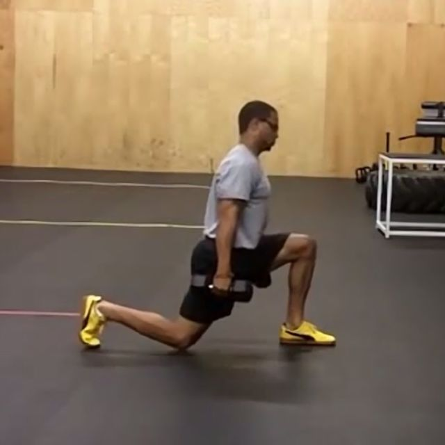 How to do: Dumbbell Reverse Lunge - Step 2