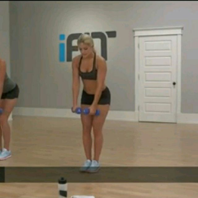 How to do: One Leg Deadlift To Reverse Fly - Step 1