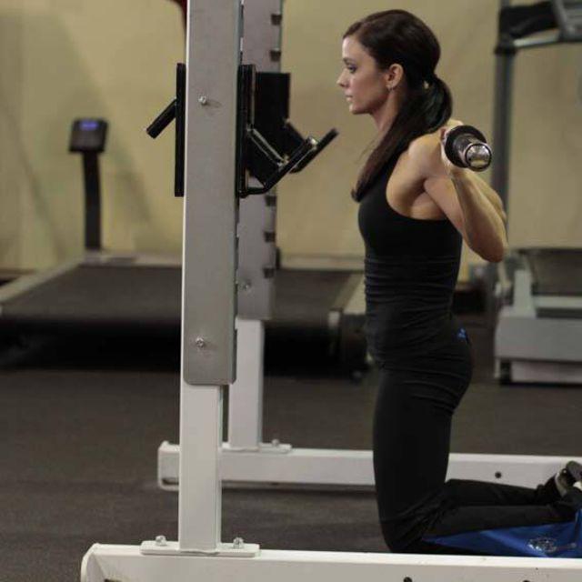 How to do: Kneeling Squat - Step 2