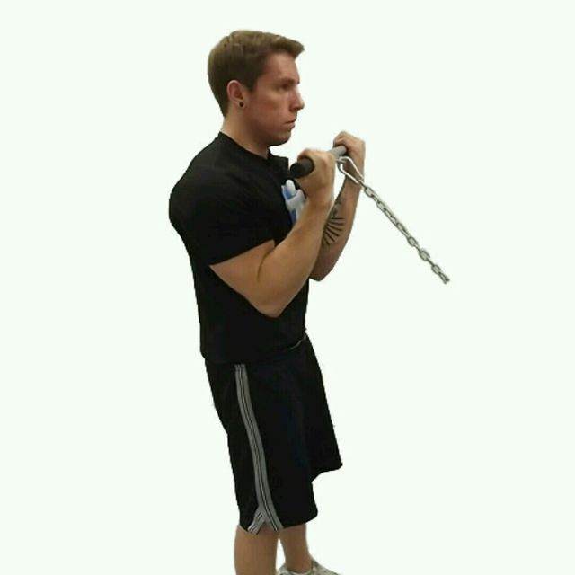How to do: Cable Standing Bicep Curl - Step 1