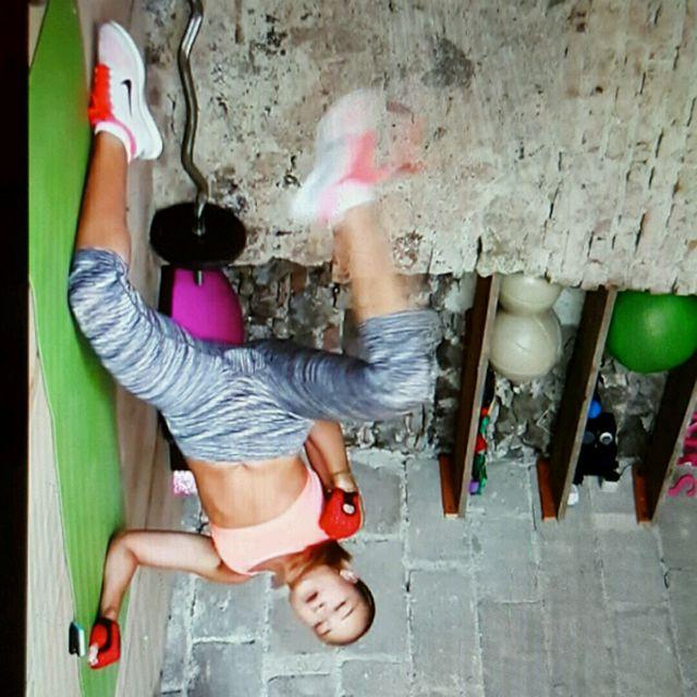 How to do: Side Plank + Kick - Step 1