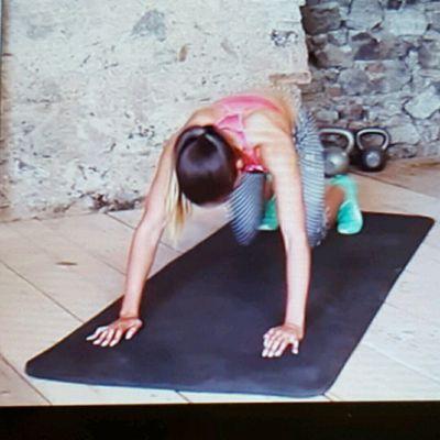 Knie Plank Schwebend