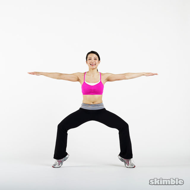 How to do: Plie Squats with Tip Toes - Step 3