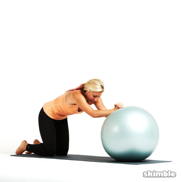 How to do: Ball Ab Rolls - Step 4