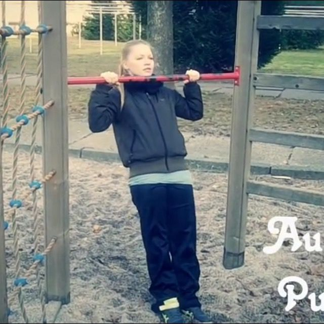 How to do: Australian Pull Up's - Step 2